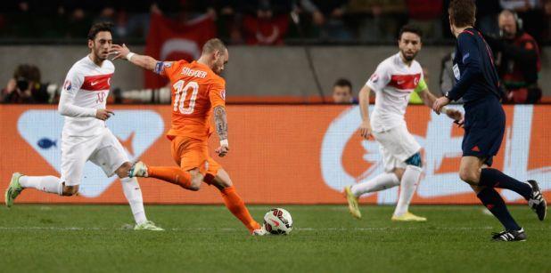 28/03 Oranje laat naast Turkije: 1-1